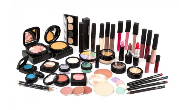 Satu Set Make Up Dan Skincare