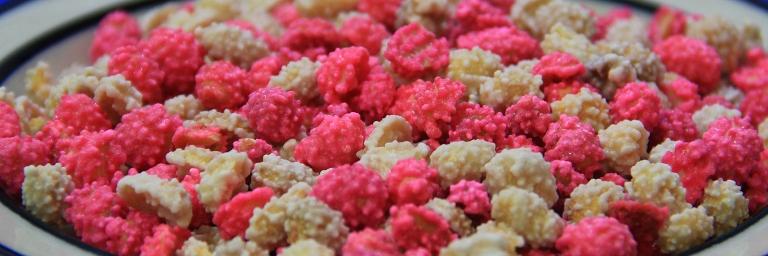 Kacang Goyang Warna Warni Khas Manado