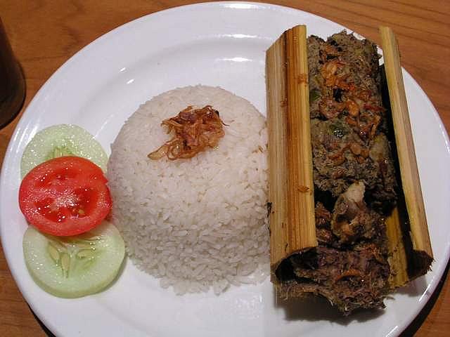 Oleh-oleh khas Makassar Pa'piong Toraja