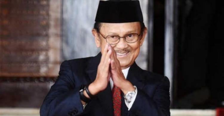 Biografi BJ Habibie - Bapak Teknologi Indonesia
