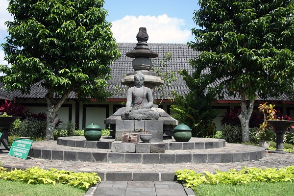 Karmawibhangga Museum Borobudur Unfinished Buddha