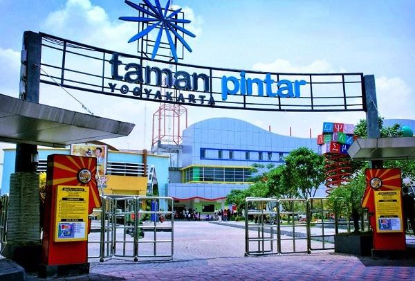 Wisata Jogja Dekat Malioboro Taman Pintar