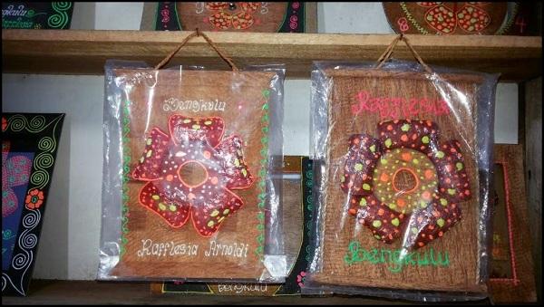 Kerajinan Miniatur Bunga Raflesia