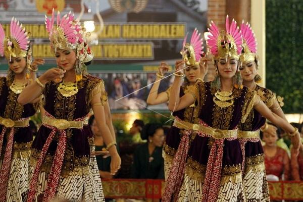 Tari Golek Ayun-Ayun Yogyakarta