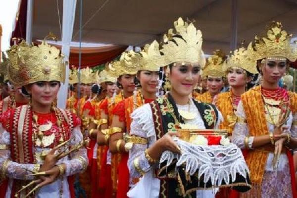 Tari Sembah Sigeh Penguten Lampung