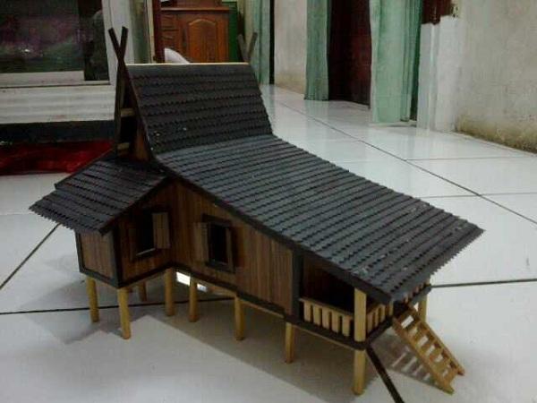 Miniatur Rumah Kalimantan