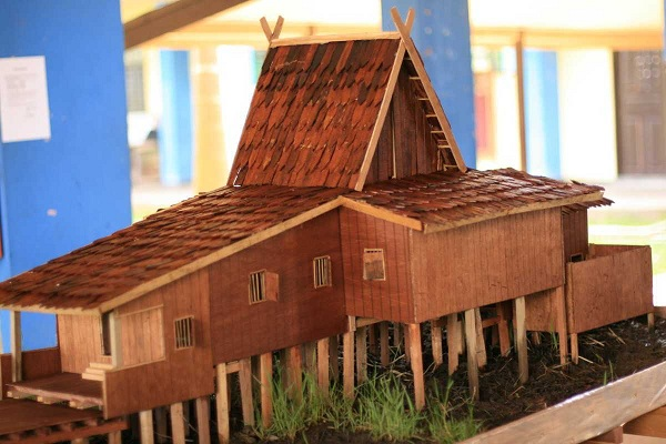 Miniatur Rumah Adat